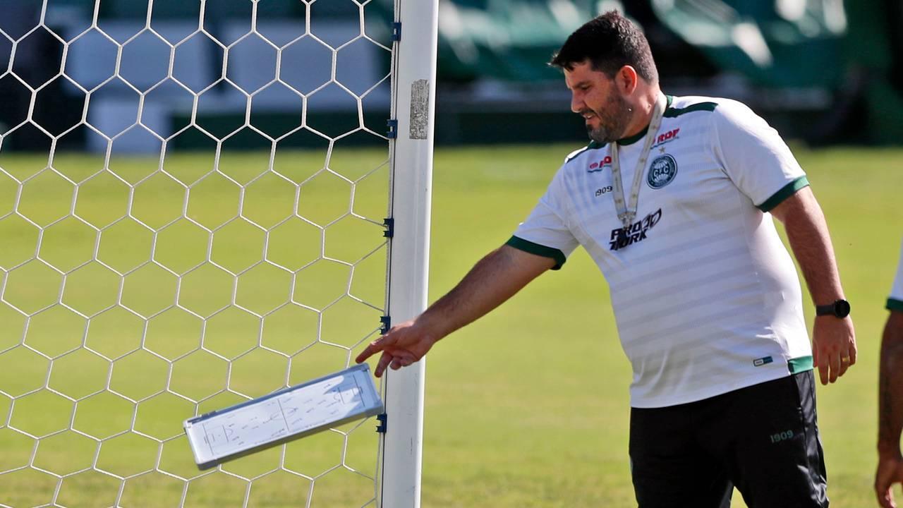 Barroca é fiel a um estilo de jogo que não vem apresentando resultados no Coritiba. Foto: Albari Rosa/Foto Digital/Gazeta do Povo