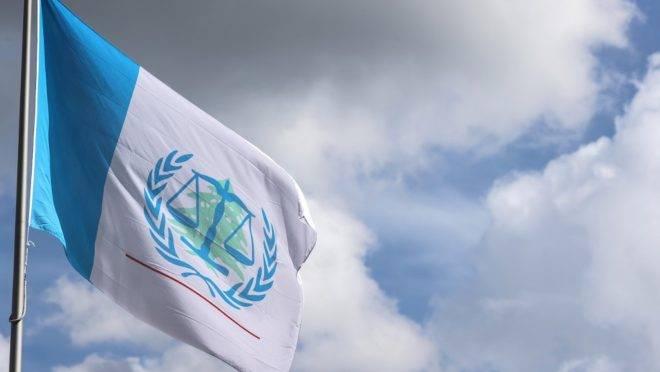 Bandeira do Tribunal Especial da ONU para o Líbano, na Holanda.