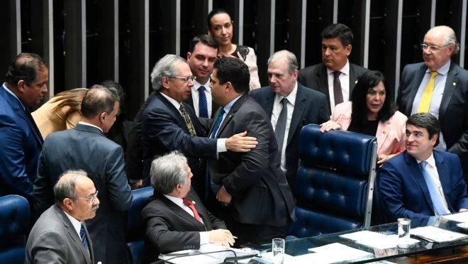 """""""Super PEC"""" de Paulo Guedes será apresentada na forma de substitutivo à PEC do Pacto Federativo, que já tramita no Senado."""