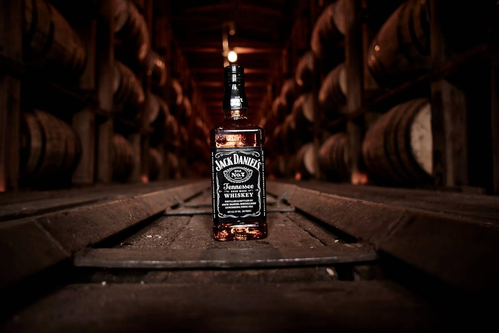 O tempo de descanso do whiskey nos barris depende das variações climáticas. Foto: Divulgação/Jack Daniel's