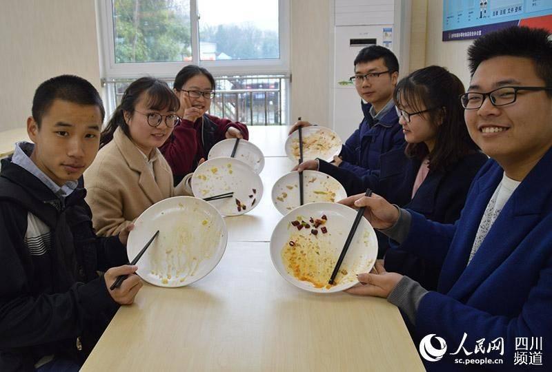 """Várias iniciativas implementadas por associações de alunos e universidades estão incentivando a campanha """"prato limpo""""."""