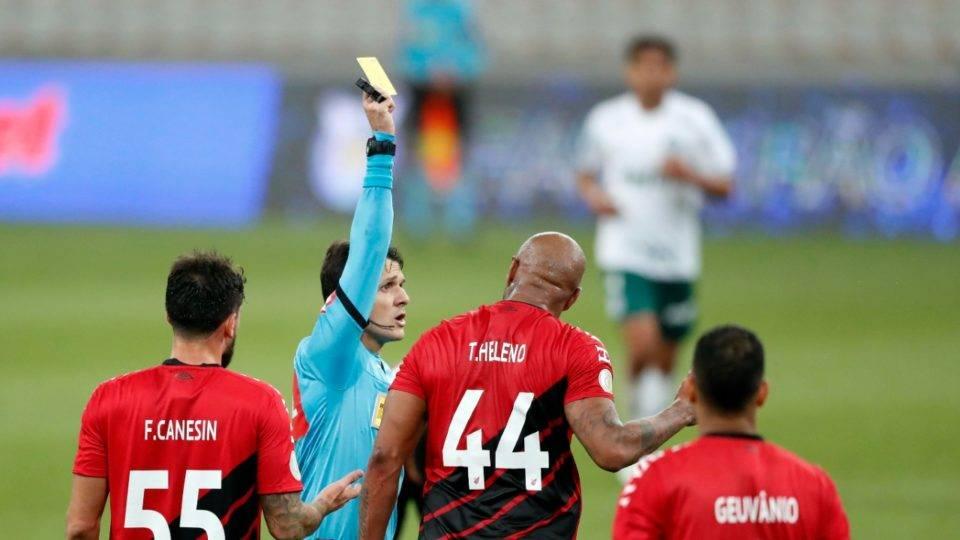Já temos o VAR. Mas jogos de Palmeiras e Corinthians mostram que árbitros enxergam mal