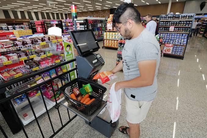 O self-chekout, assim como outras inovações, foram implantados nos lojas da rede Primato Supermercado há cerca de um ano. Foto: Divulgação.