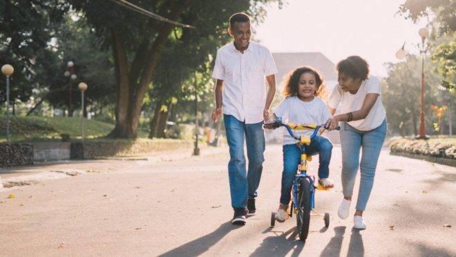 Quer a felicidade do seu filho na vida adulta? Essas 7 atitudes na infância  podem ajudar