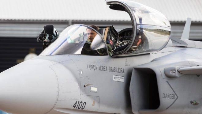 Modelo do F-39 Gripen E durante teste