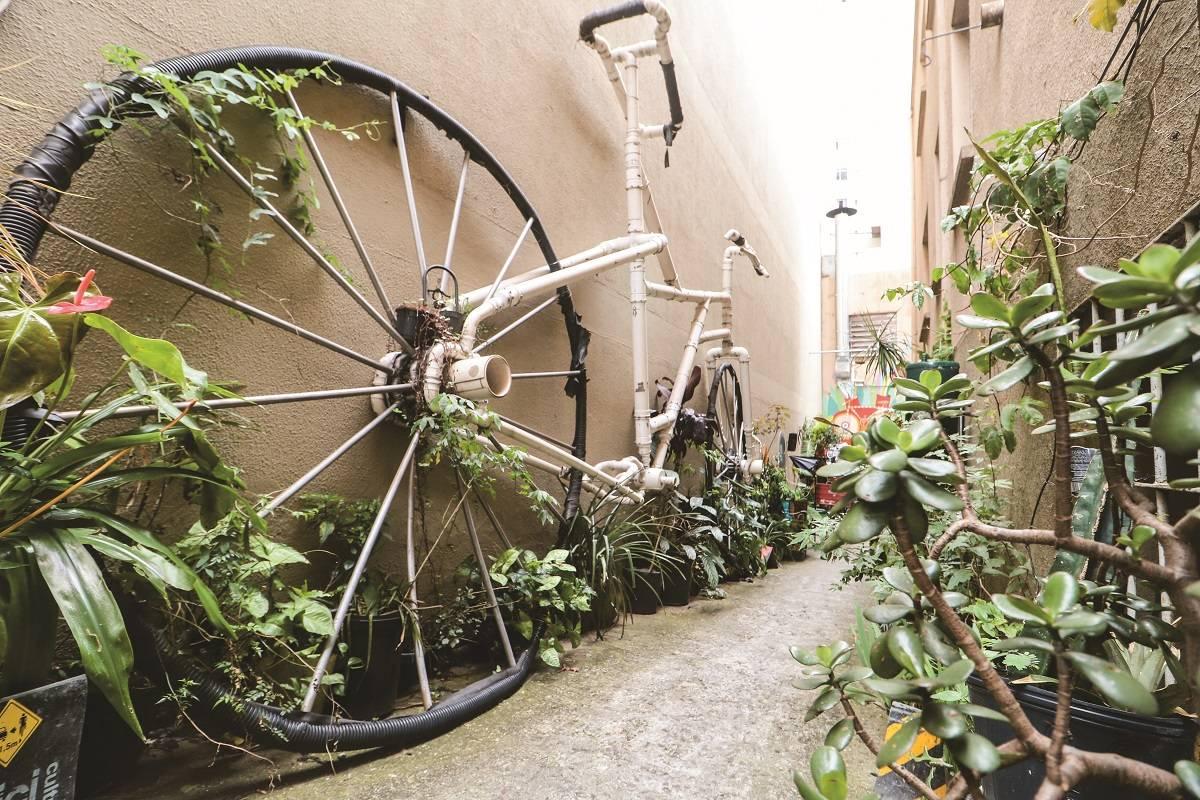 Fundado em 2011, o local tornou-se ponto de encontro entre os ciclistas da cidade. A iniciativa já foi reconhecida por diversos prêmios internacionais.
