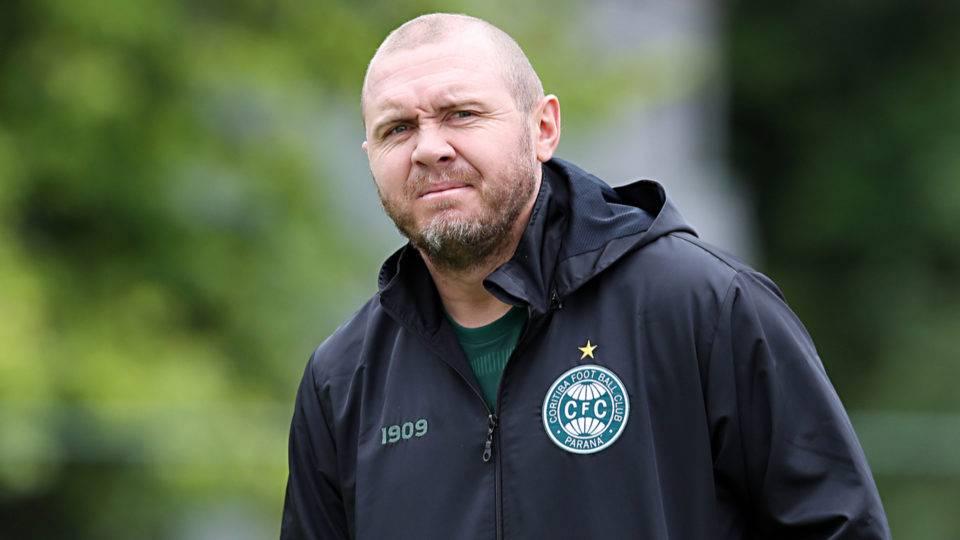 Com técnico interino, Coxa deve ter apenas uma mudança contra o RB Bragantino