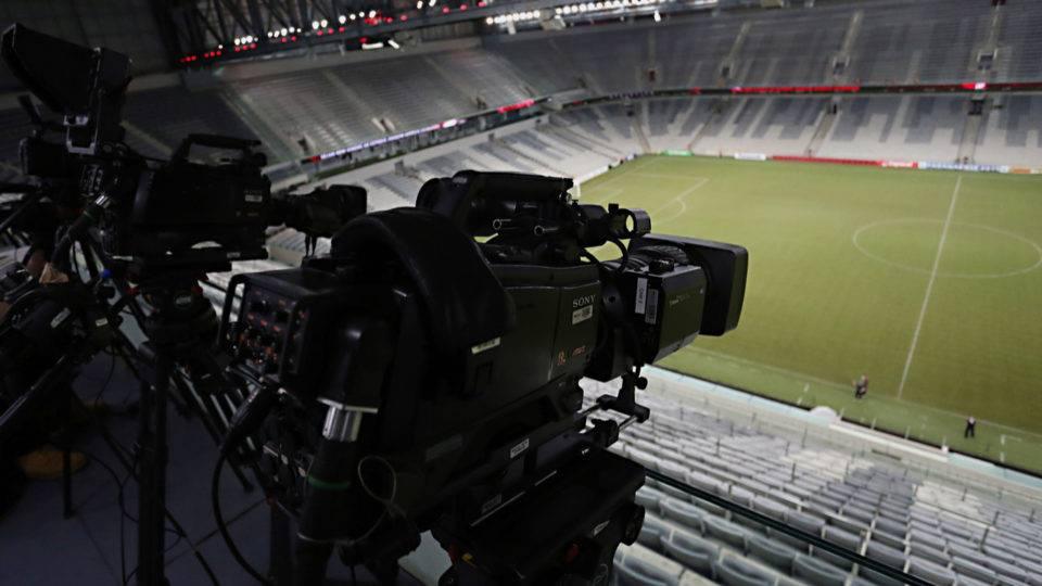 """Sem transmissão, jogo entre Athletico e Fluminense fica """"no escuro"""""""