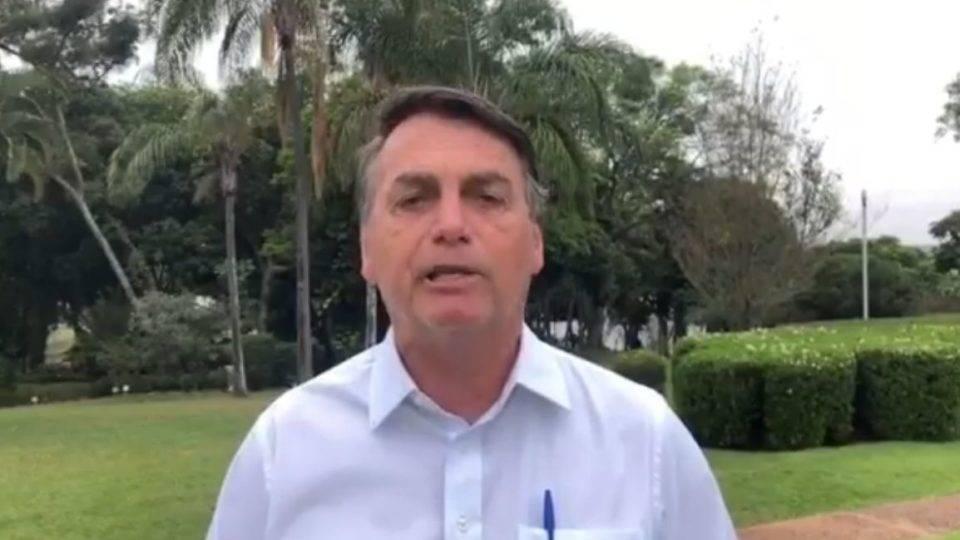 """Bolsonaro se irrita com cobrança sobre preço do arroz: """"Vai comprar lá na Venezuela"""""""