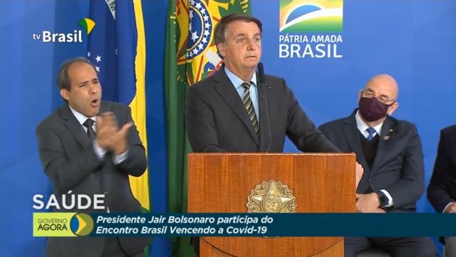 Bolsonaro diz que uso da cloroquina poderia ter evitado mais mortes por Covid-19