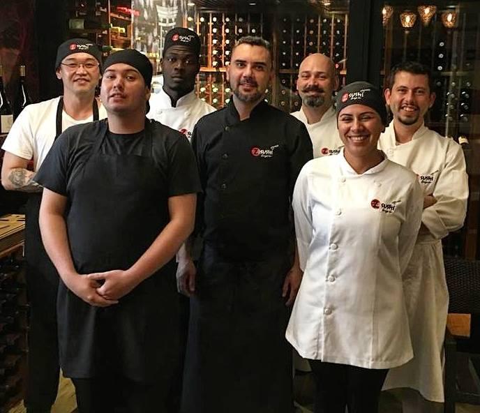 Chef e sushiman Douglas Piccoli (ao centro) com sua equipe do Z.Sushi. Prontos para surpreender.