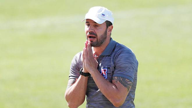 Allan Aal tem elenco inteiro à disposição contra o Vitória