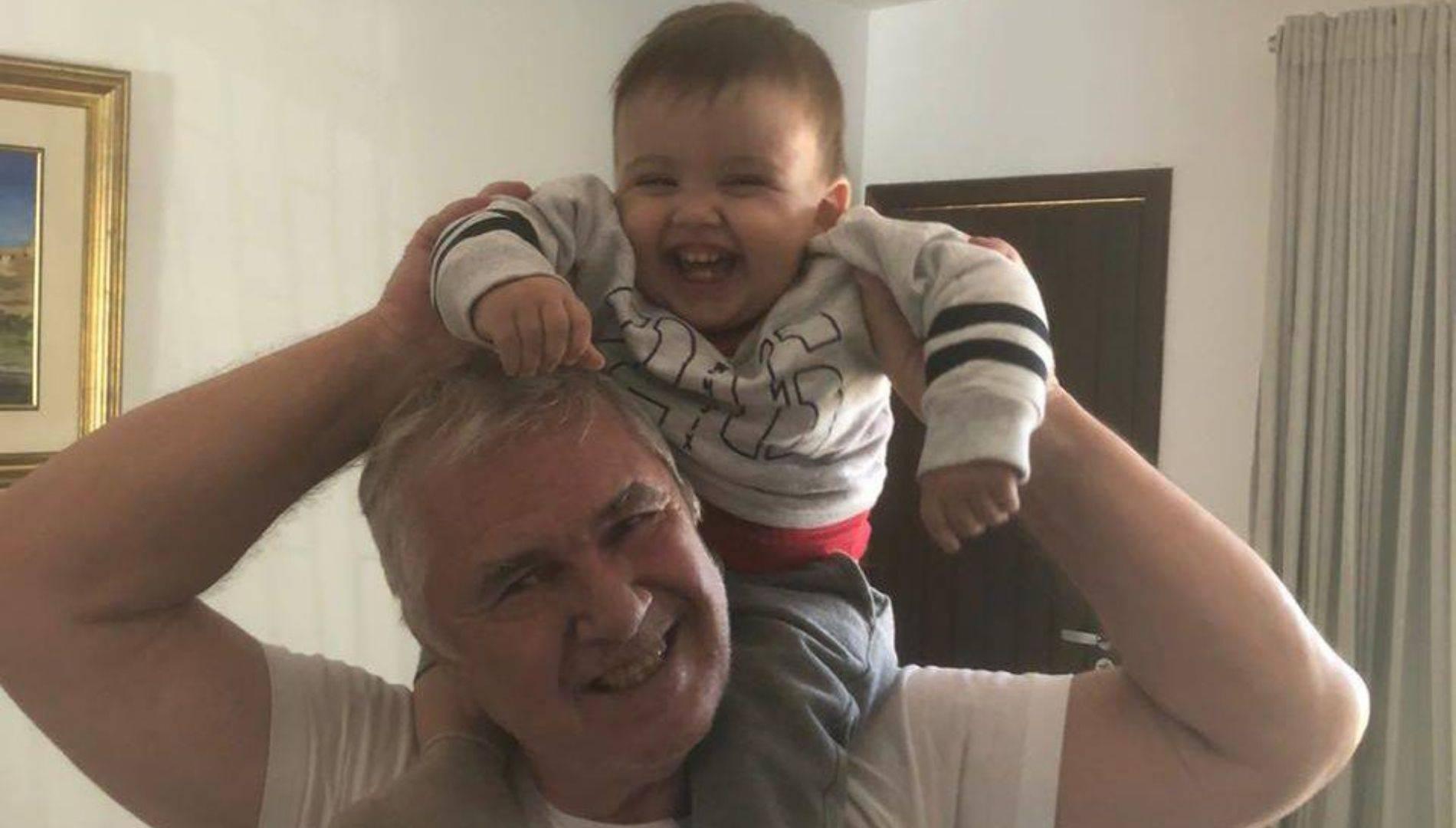 Clóvis Gorski com o neto.