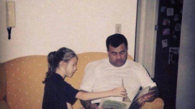 Letícia sempre foi criada por José Augusto, mas quando a jovem tinha 23 anos, a adoção ocorreu de fato, no papel.