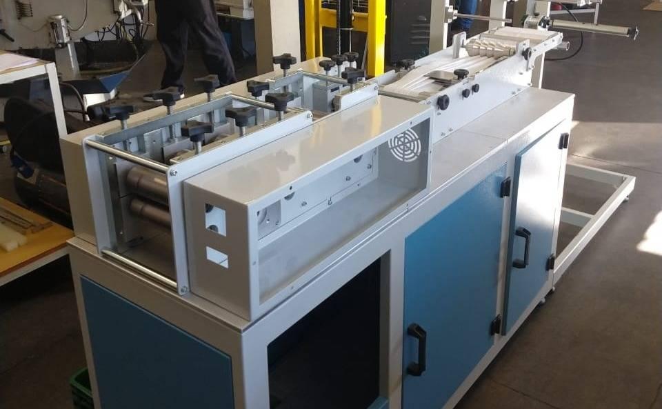 Máquina para a produção em escala de máscaras desenvolvida pela Tecnind. Foto: Divulgação.