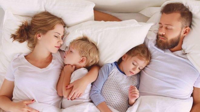 """Só a partir dos 10 anos é que os filhos alcançam a """"independência do sono"""" e acham, sozinhos, o caminho do próprio quarto"""