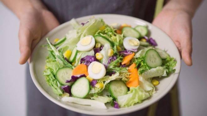 Impacto emocional, mudança na rotina e incertezas de futuro não colaboram com dietas que restringem o consumo calórico