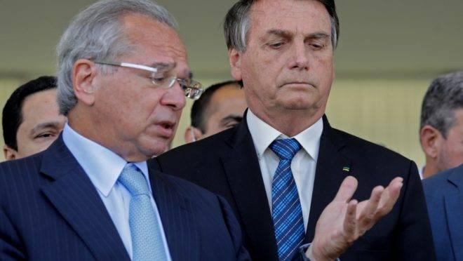 Ministro da Economia, Paulo Guedes, e o presidente Jair Bolsonaro: queda no PIB poderia ter sido mais feia, mas não foi.