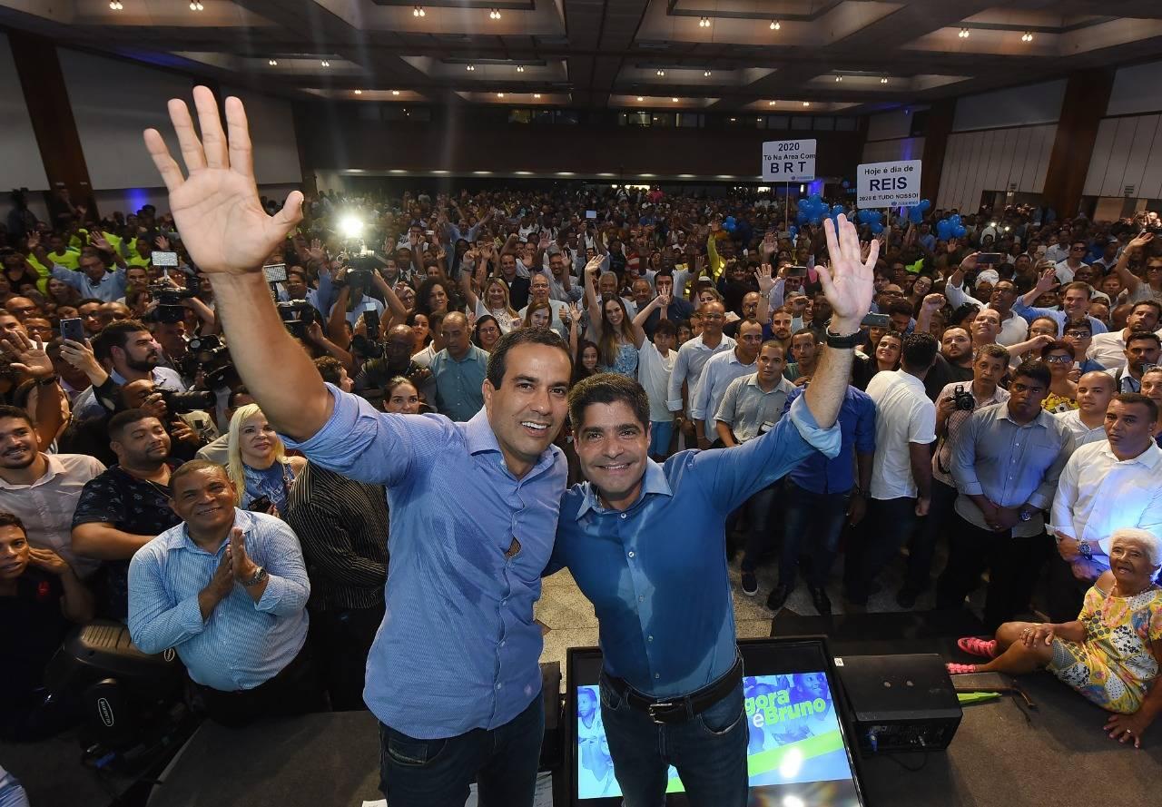 O pré-candidato à Prefeitura de Salvador Bruno Reis, hoje vice, com o prefeito da capital baiana, ACM Neto, ambos do DEM. Foto: Divulgação.