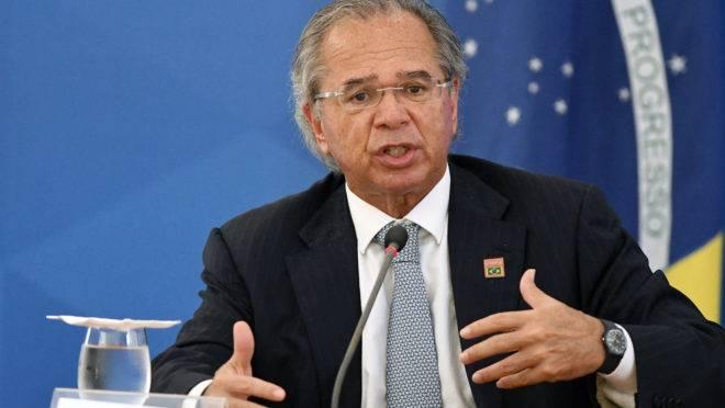 Paulo Guedes quer liberar amarras do Orçamento para viabilizar Renda Brasil, o novo programa social do governo Bolsonaro.