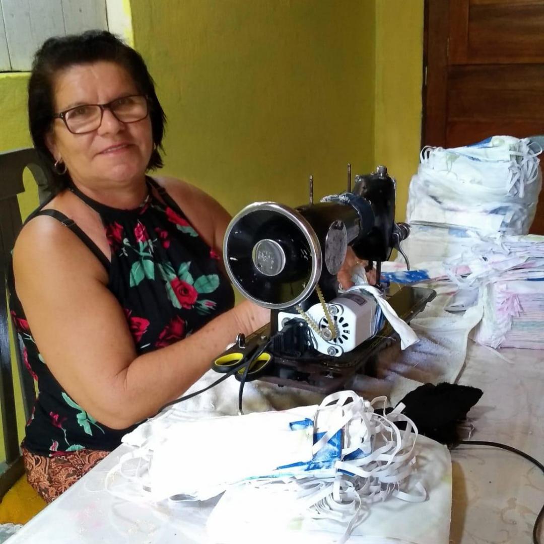 As costureiras contratadas pelo projeto Heróis Usam Máscara fabricaram máscaras para 200 instituições brasileiras. Foto: Divulgação/Rede Mulher Empreendedora