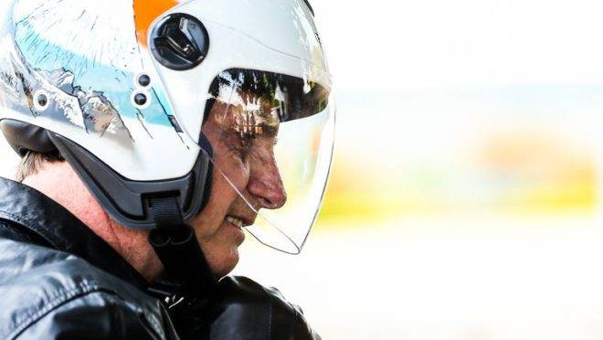 Bolsonaro prestigia Ramos ao convidá-lo para passeio de moto após briga com Salles