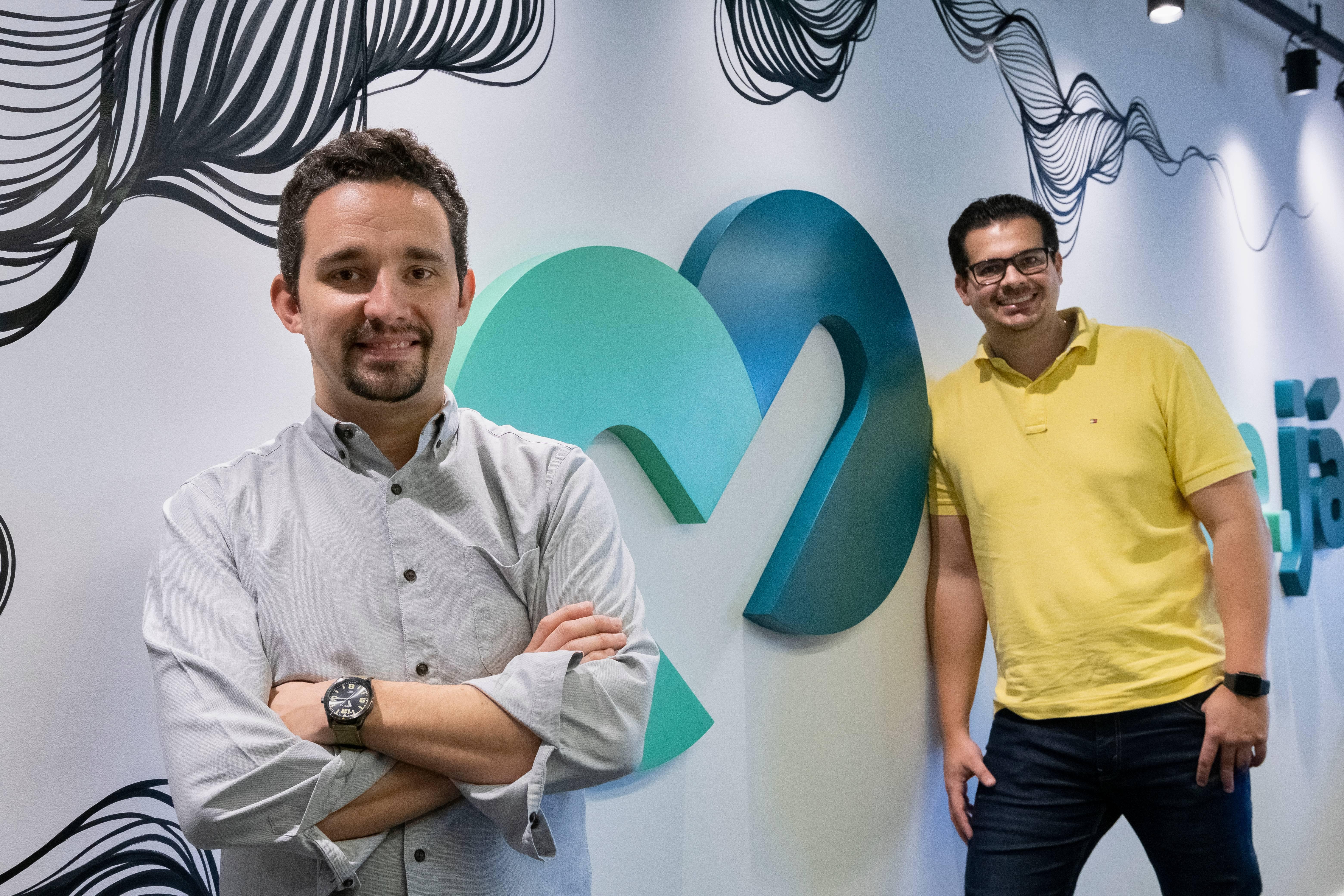 Rafael Abreu e  Luiz Henrique Garcia, fundadores da QuiteJá, fintech curitibana com uma plataforma de recuperação de crédito inovadora. Foto: Divulgação.