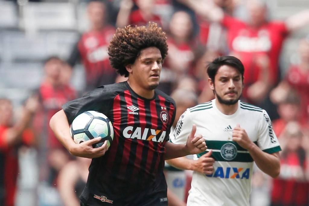 Gedoz empatou o Atletiba de 2017 aos 42 minutos do segundo tempo. Foto: Albari Rosa/Gazeta do Povo