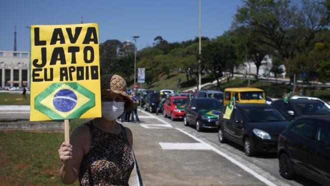 Manifestantes fazem carreata em apoio à Operação Lava Jato, em São Paulo: PGR prorrogou atuação da força-tarefa por mais 140 dias.