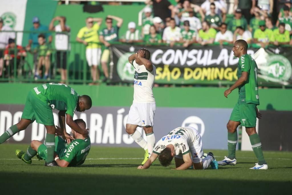 Coxa caiu diante da Chape, em um jogo dramático. Foto: Marcelo Andrade/Gazeta do Povo