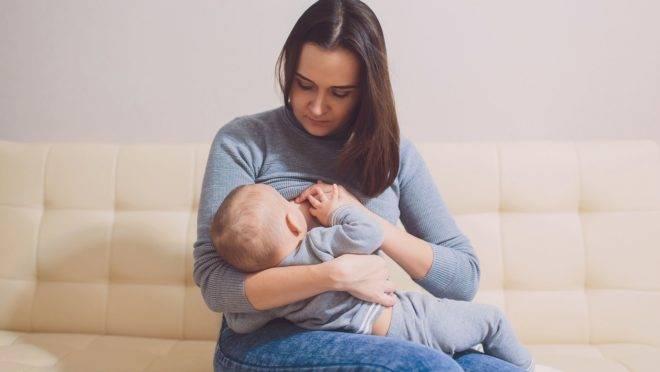 Pela lei, a funcionária lactante pode se ausentar do trabalho por dois períodos, ao longo do dia, para amamentar.