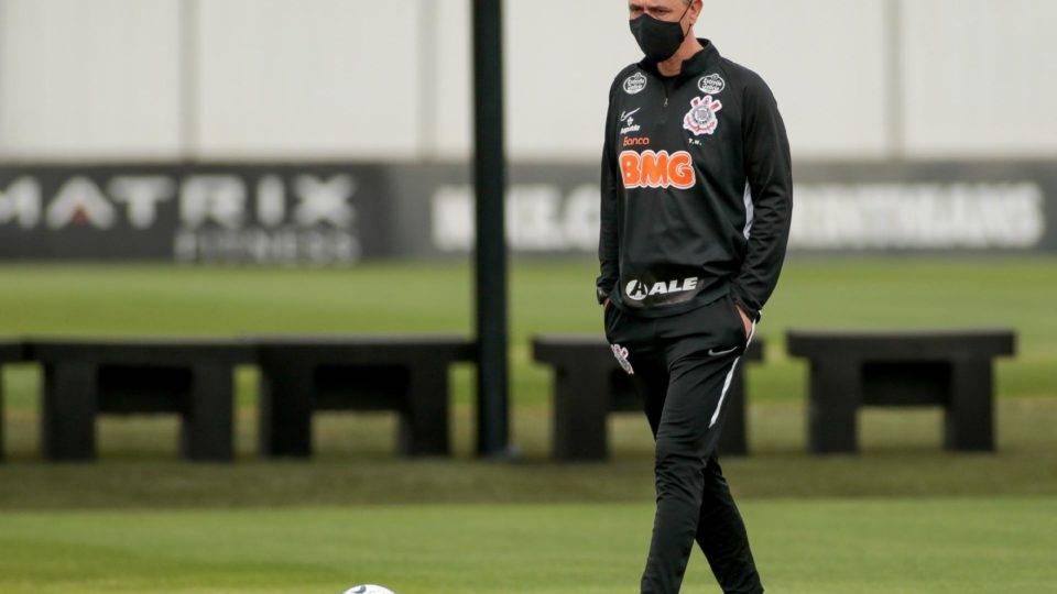 Tiago Nunes, sucesso no Athletico e fracasso no Corinthians. Há mesmo ingratidão?
