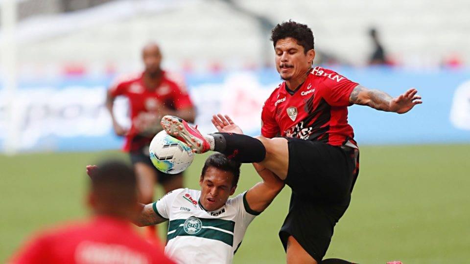 Athletico levou a melhor contra o Coritiba em um jogo sofrível