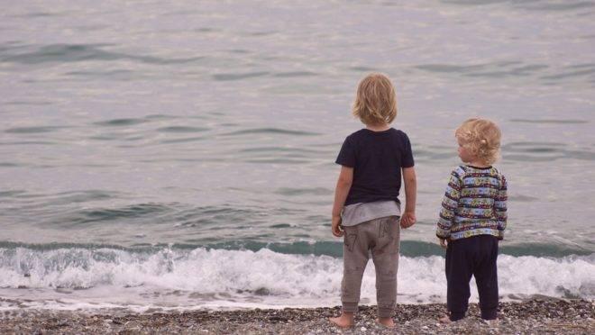 Além de não funcionar, a tática da responsabilização pode acarretar em uma série de consequências psicológicas para seu filho mais velho.