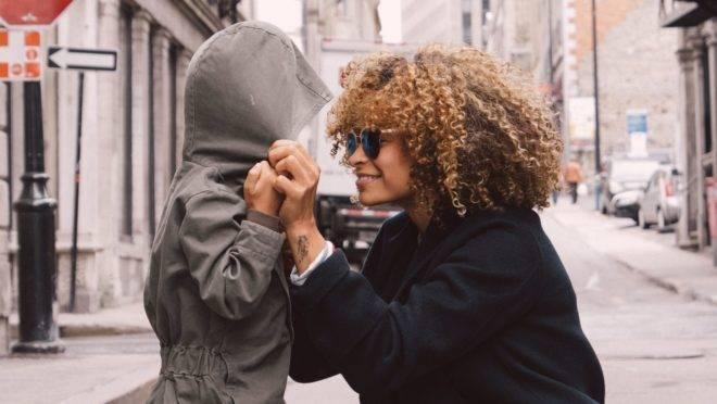 Valorizar e encorajar os filhos são princípios fundamentais para garantir a saúde emocional deles e fazer com que aprendam, desde cedo, a acreditarem em si mesmos.