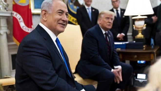 O presidente dos EUA, Donald Trump, ao lado do primeiro-ministro de Israel, srael Benjamin Netanyahu, na Casa Branca, em 15 de setembro de 2020.