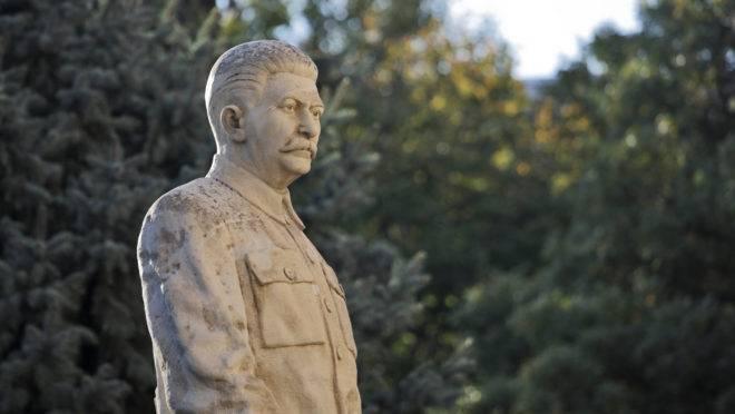 Josef Stalin incluiu no código penal soviético a prática de atos homossexuais, com penas de até 8 anos de detenção.