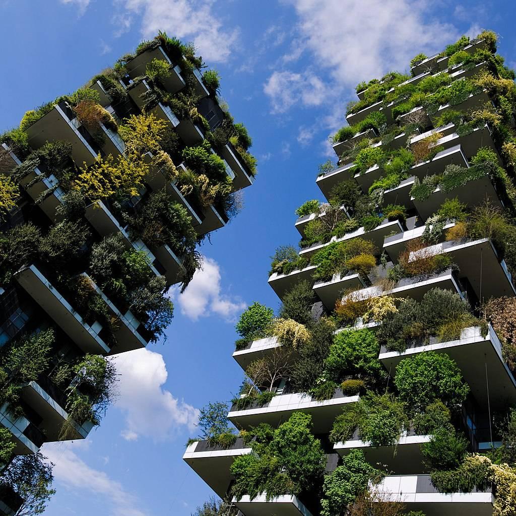 """Bosco Verticale, em Milão, é um dos ícones entre as propostas de """"florestas verticais"""". Foto: Wikimedia Commons"""