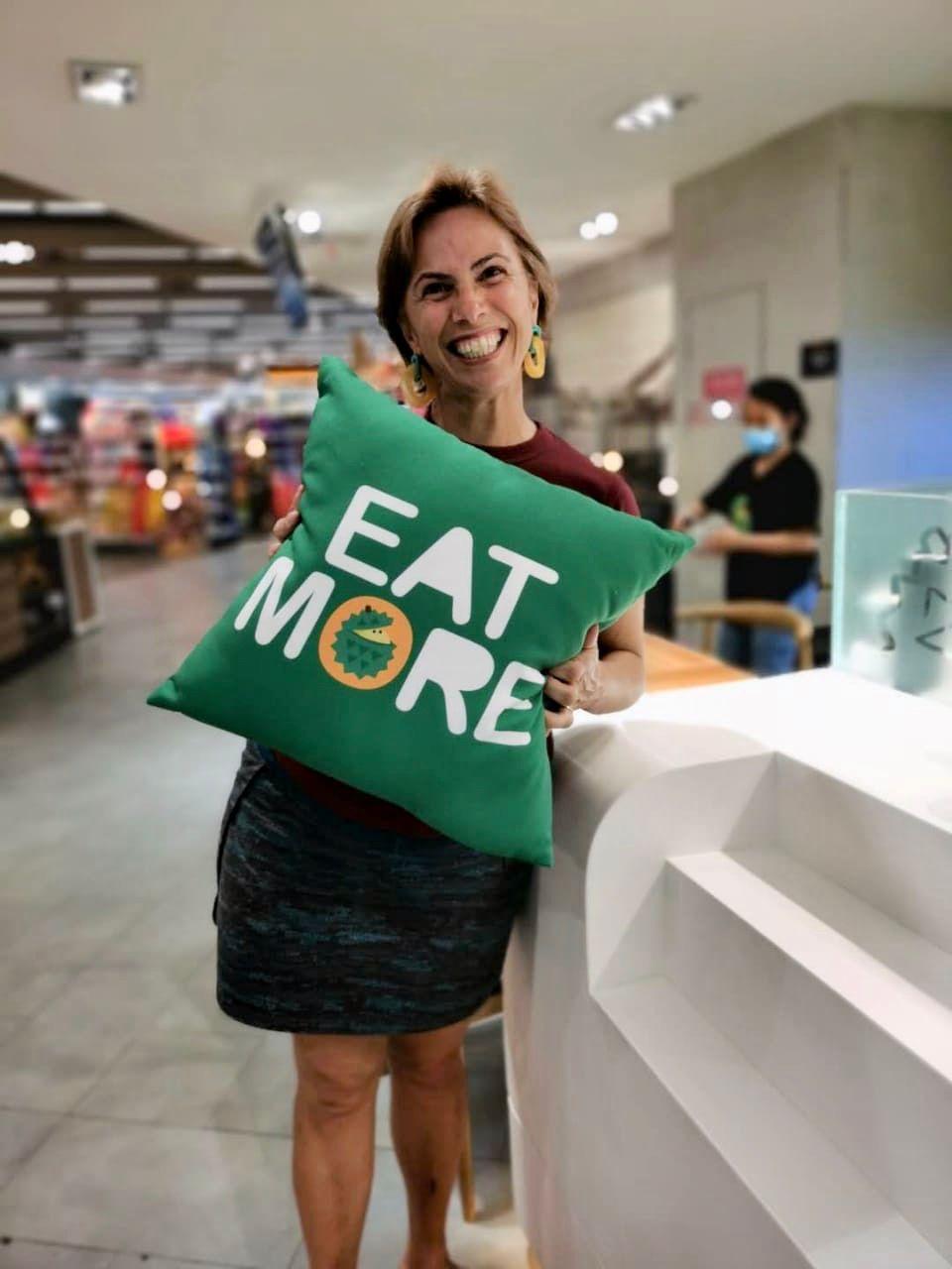 Produtos nada complicados, despretensiosos, te convidam a consumir mais, a comer mais, a levar Durian para casa.