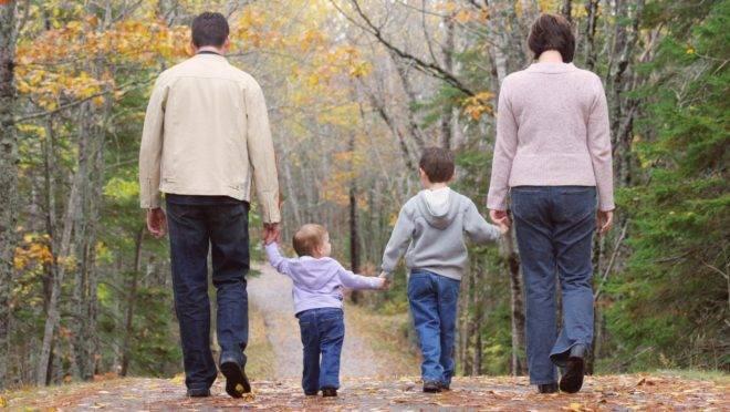 Mesmo que os pais evitem brigar na frente dos filhos, as crianças percebem que há algo errado e isso lhes traz insegurança.