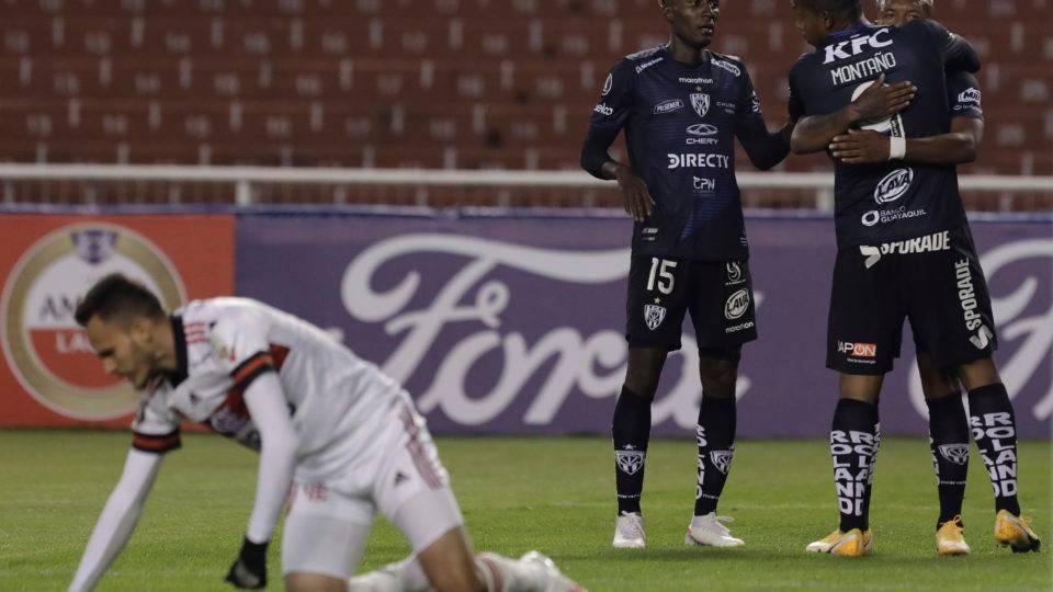 Retorno do Flamengo à Libertadores não poderia ter sido mais desastroso
