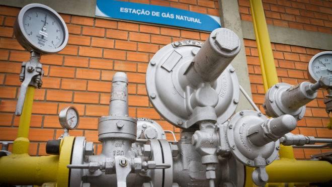 Gás natural é utilizado especialmente por setores que precisam gerar calor em seus processos produtivos, como o cerâmico, de papel e celulose e siderúrgico, entre outros