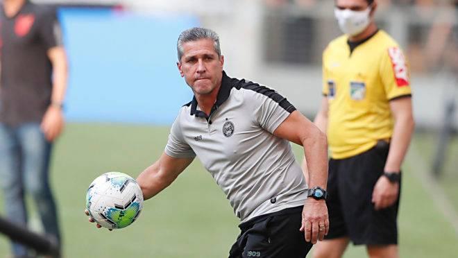 Coritiba, do técnico Jorginho, tem o pior ataque do Brasileirão.