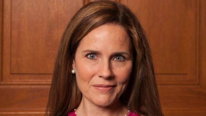 Amy Coney Barrett é considerada uma das favoritas para substituir Ruth Ginsburg na Suprema Corte dos EUA.