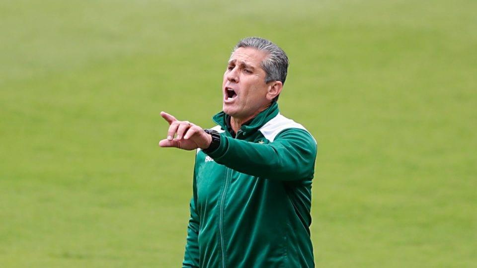 """Técnico do Coritiba quer atletas com """"mentalidade de Série A"""""""