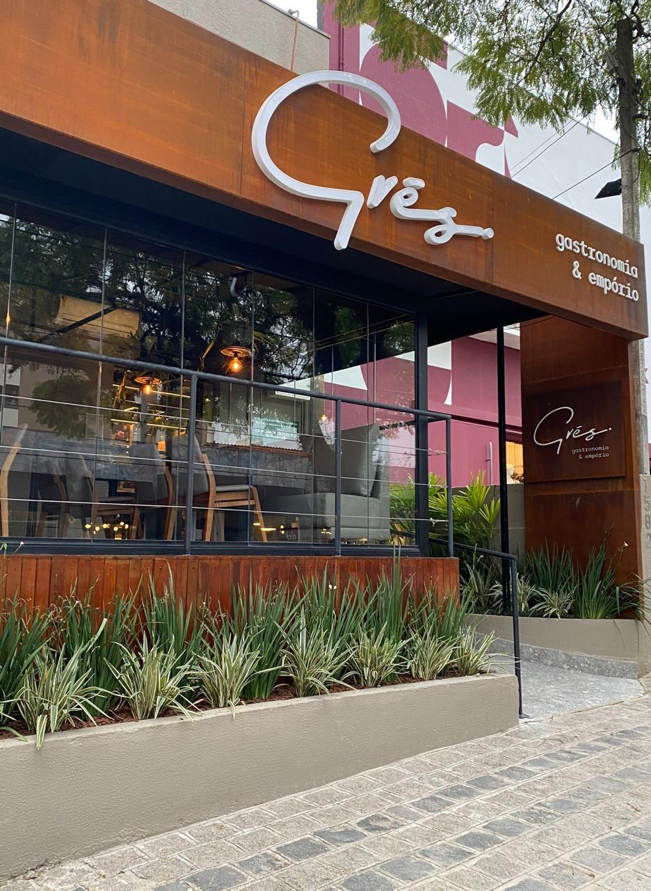 A fachada do Grés, restaurante aberto dias atrás.