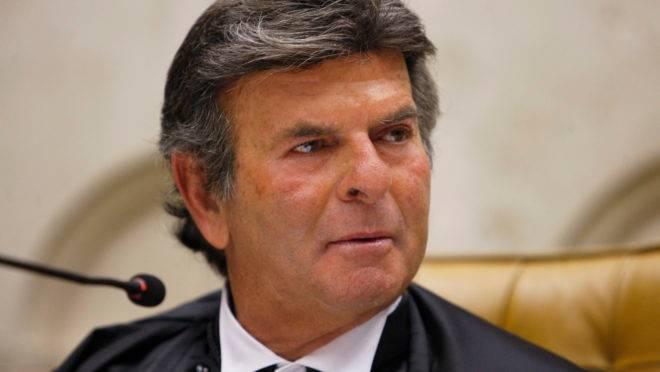 Luiz Fux, presidente do STF, teria mudado seu voto no julgamento que analisou a possibilidade de reeleição para Rodrigo Maia e Davi Alcolumbre no comando das casas legislativas.
