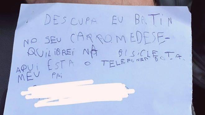 Bilhete foi deixado por Benício, de 7 anos, depois de ele e o pai não terem achado o dono do carro batido.