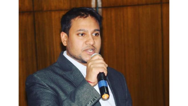 O cientista político Shivam Shankar Singh ajudou na campanha política do partido indiano BJP.