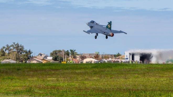 Caça F-39 Gripen E decolou de Navegantes (SC) para Gavião Peixoto (SP)